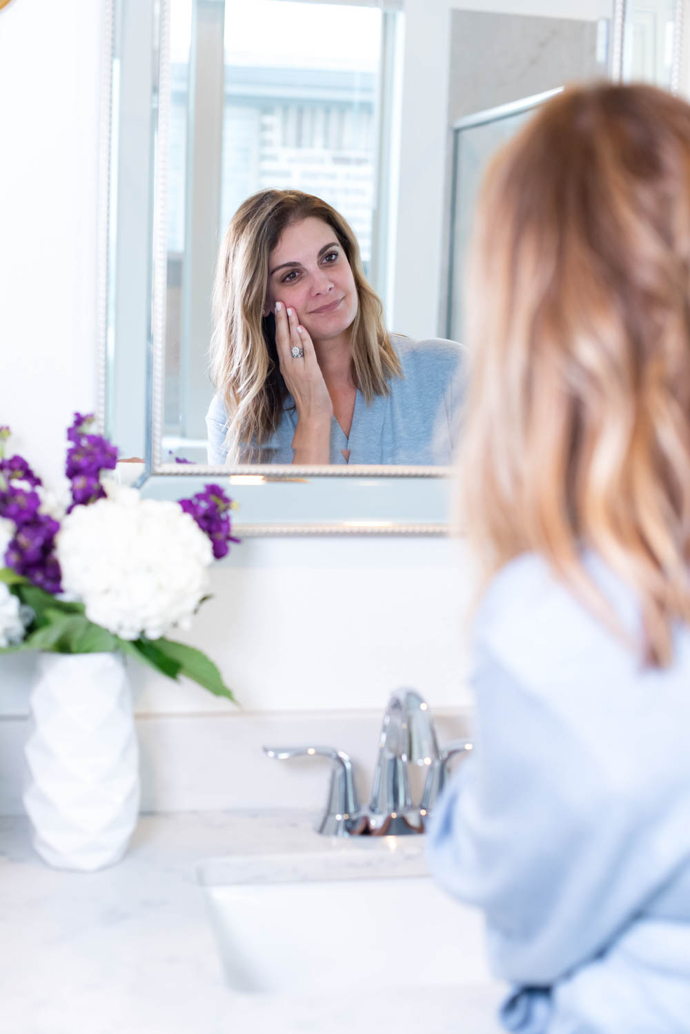 Using safe and cleaner beauty products on your face are game-changing in your morning skincare routine. This is a step by step guide on the best skincare products to use to fight aging. #ABlissfulNest #skincare #skincareroutine40s