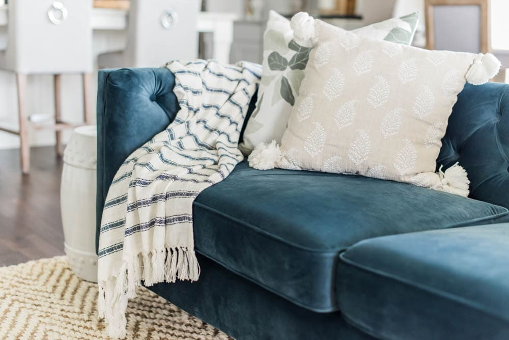 Mix and match fresh spring pillows with this guide. Create effortless spring decorating with these tips. #ABlissfulNest #springideas #springdecorating