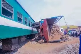 truck colliding with a truck carrying yam