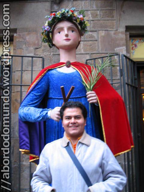 Meu amigo Omar (autor da foto acima) e a gigante Santa Eulalia