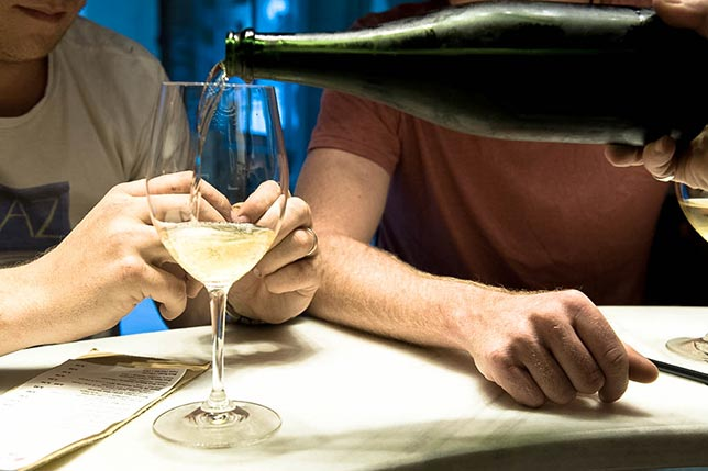 Join a wine tasting and enjoy your weekend trip to Barcelona