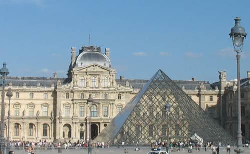 Louvre, di antara tempat-tempat wisata top di Prancis