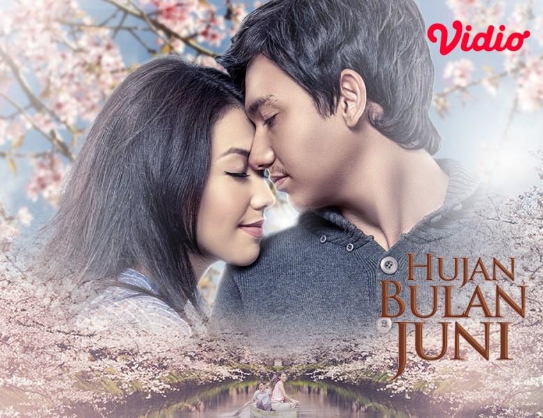Review Film Hujan Bulan Juni, Ketika Perbedaan Menjadi Jurang Pemisah Kisah Cinta Adipati Dolken