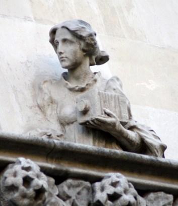Casa Lleó i Morera Statue with Camera