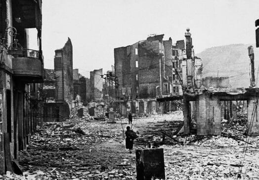 Gernika tras el bombardeo
