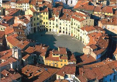 lucca_piazza_del_mercato