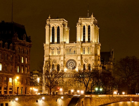 Notre-Dame-at-night