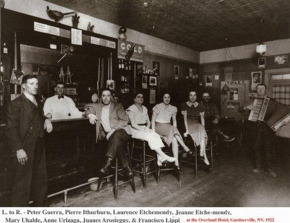 Vascos en el Overland Hotel Bar & Restaurant, Gardnerville, Nevada.