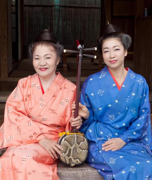 Oshiro & Horiuchi Cantantes de minyo (musica popular de Okinawa)