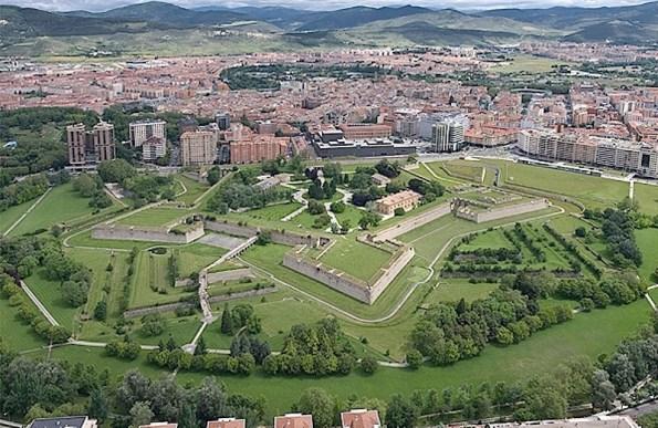 Vista aérea de Pamplona. La Ciudadela en primer término