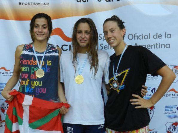 Vicky Aguirre plata en 100 m. pecho en el Campeonato República de Natación Cadetes y Juveniles