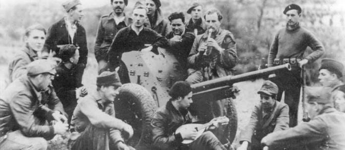 BRITISH ANTI-TANK BATTERY in Spain in 1937 (International brigades)