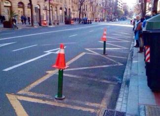 bolardos causantes del accidente en la Vuelta Ciclista al Pais