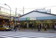 Shin-Ōkubo Station - Tokio (fotografía, Wikiledia)