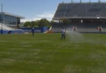 El azul del Broncos se transforma en el verde del partido amistoso organizado por los vascos de Boise