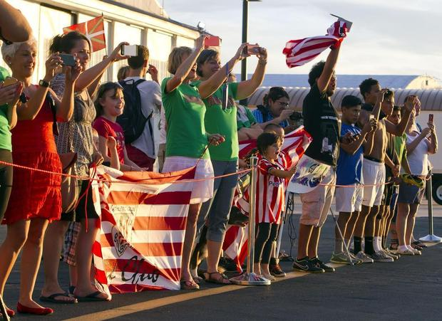 Fans cheer at the arrival of Athletic Bilbao as the chartered jet taxis to the Western Aircraft Terminal on Thursday July 16, 2015, in Boise. The soccer team is playing in the Basque Soccer Friendly against Club Tijuana on Saturday at Albertsons Stadium. DARIN OSWALD — doswald@idahostatesman.com