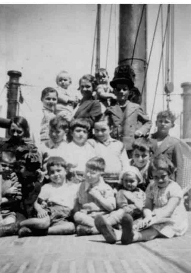 Goicoechea Ugarte children on the boat traveling to Australia in 1938 (AUSTRALIA VASCONIA AND THE LUCKY COUNTRY - Gloria Totoricagüena)