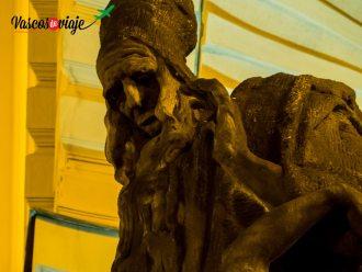 Detalle de la estatua de Maharal de Praga, creador del Golem en el ayuntamiento de Praga