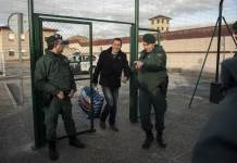 Arnaldo Otegi, center, leader of the former Basque independence Batasuna party, leaves Logrono prison in Logrono, northern Spain, Tuesday, March 1,2016. The prominent Basque separatist has been released from the Spanish prison after serving more than six years on charges for trying to resurrect the banned political wing of the armed group ETA. (Alvaro Barrientos/Associated Press)