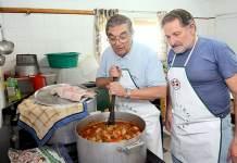 Preparando el almuezo de celebración de los 24 años de Zeaiako Euskaletxea (La Pampa - Argentina)