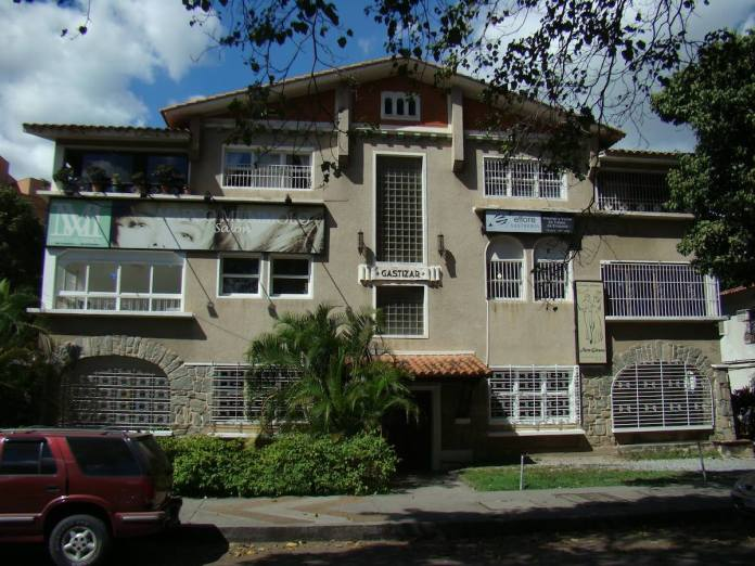 Gastizar building, Orinoco Ave. Designed by Miguel Salvador. Before its demolition.