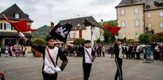 Bandelariak con las banderas de Xiberoa