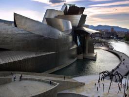 Gugenheim Bilbao, imagen escogida por The Independent para el artículo sobre la captación de talento