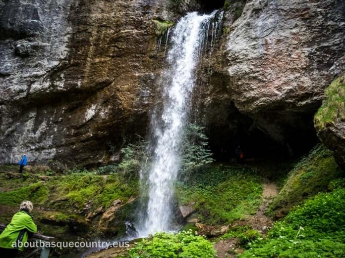 Cascada en la Garganta de Kakueta (Xiberoa)