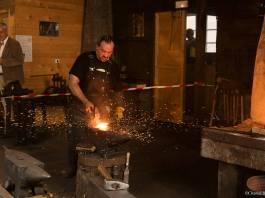 © SPM LA 1ÈRE A l'occasion des journées européennes du patrimoine, le public a pu assister à la fabrication d'une réplique d'une hache d'origine basque dans la Forge Lebailly.