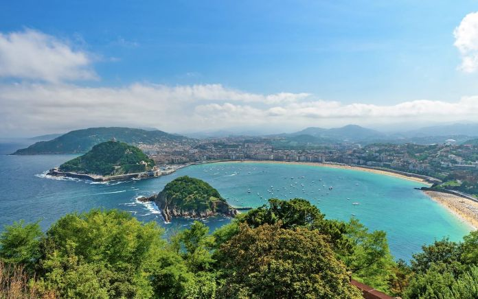 The mountains of the Basque Country frame San Sebastián, the coastal resort town where a love for food borders on obsession CREDIT: SAMAEL334