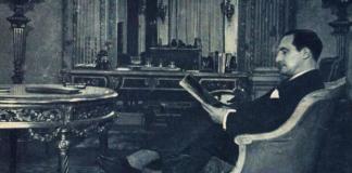 Aguirre, en su despacho de la delegación del Gobierno vasco en París. A la derecha, Urkullu y Ortuzar frente a la sede.