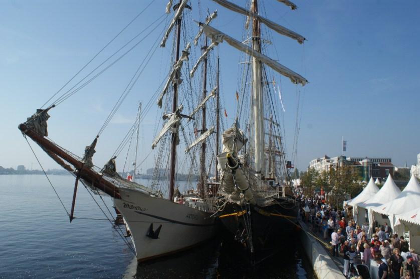 Auch von Nahem machen die Segelschiffe einiges her © Wilhelmshaven Touristik & Freizeit GmbH