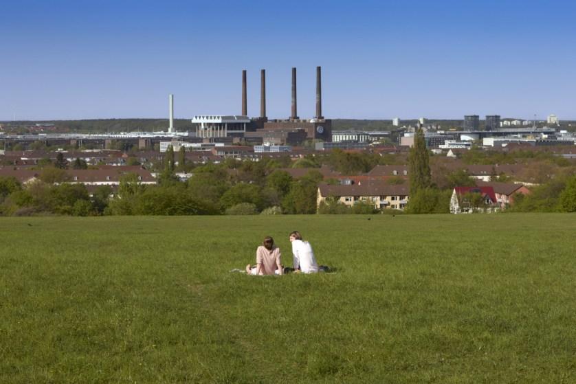 Auf dem Klieversberg picknickt ihr mit Blick auf Wolfsburg, (c)WMG Wolfsburg