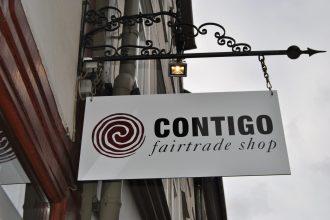Das Contigo Firmenlogo über dem Eingang zum Geschäft