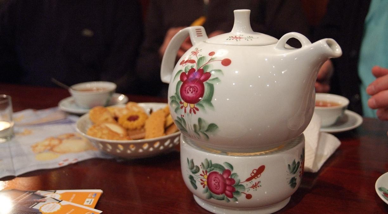 Auf dem Museumsschiff Brigg Friederike erwartet uns eine Tasse Tee, leckere Kekse und jede Menge Witze mit Ausbilder Schmidt (Bildquelle: PMG)