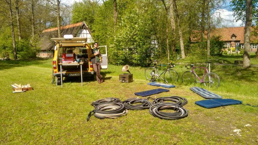 Workshopvorbereitung der kollektiven Zweiradliebe.