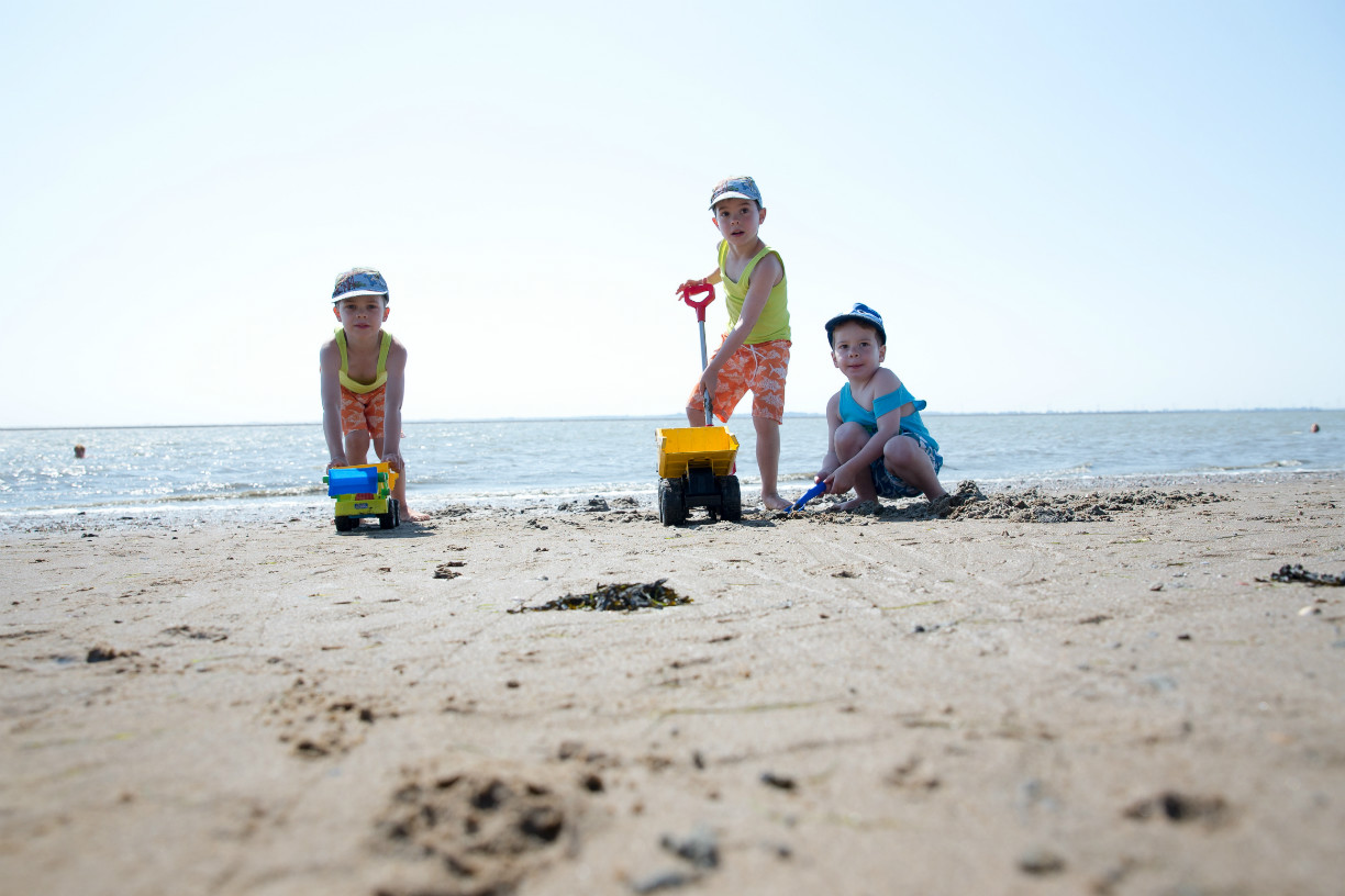 Foto: Kinder am Südstrand in Wilhelmshaven / Stöver