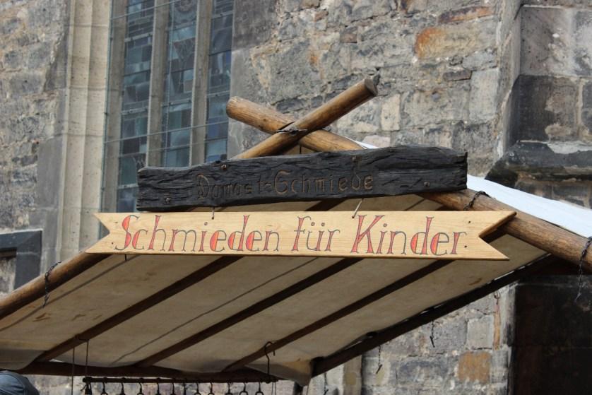 Attraktion für Kinder: Schmiede vor der St. Blasius Kirche (c) Creuels