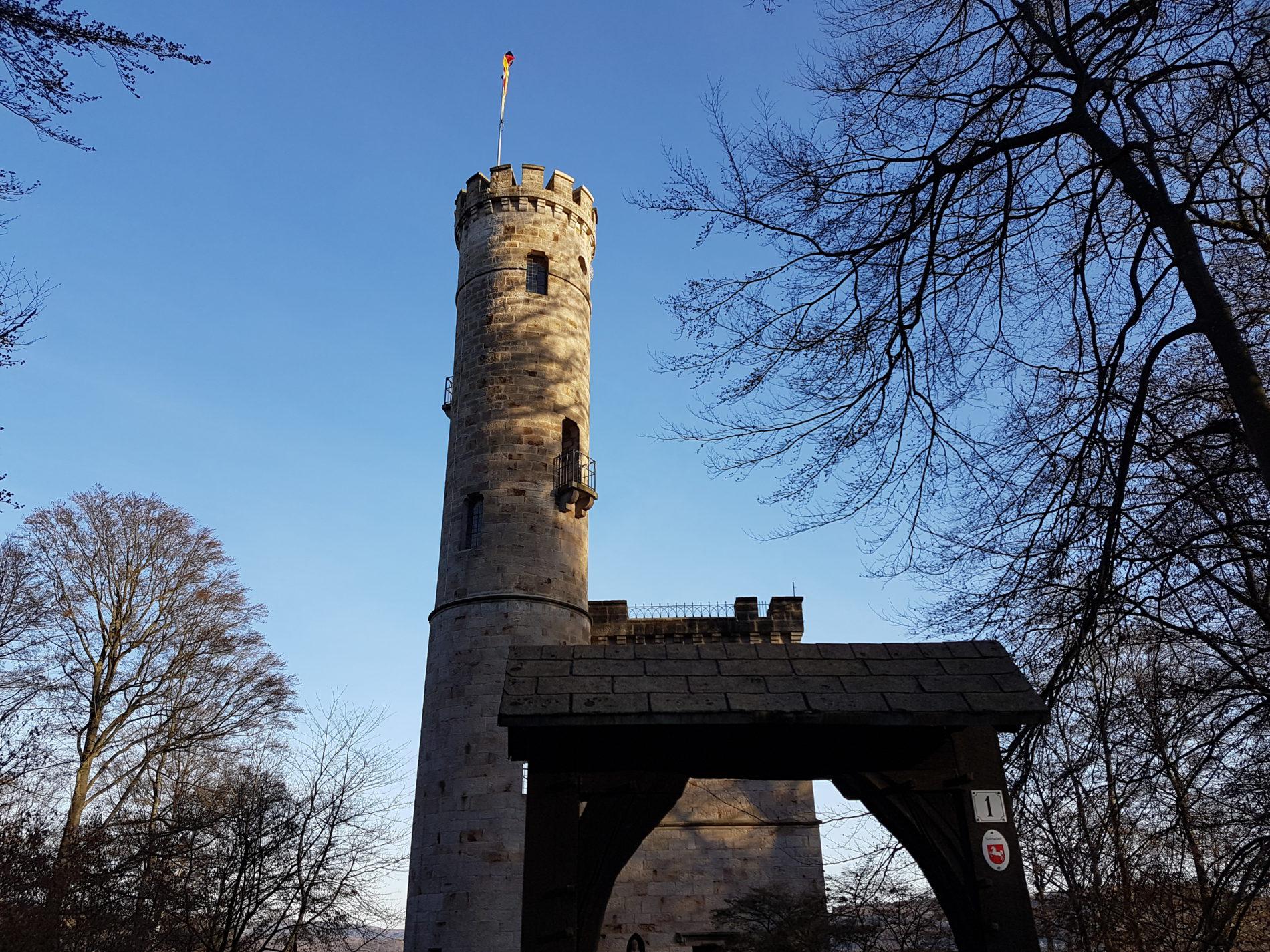 Blick von Hessen auf den Tillyschanzenturm