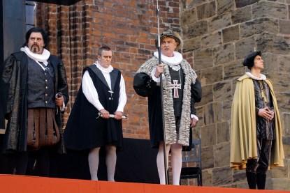 Bei den Verdener Domfestspielen stehen Profi-Schauspieler gemeinsam mit Laien auf der Bühne