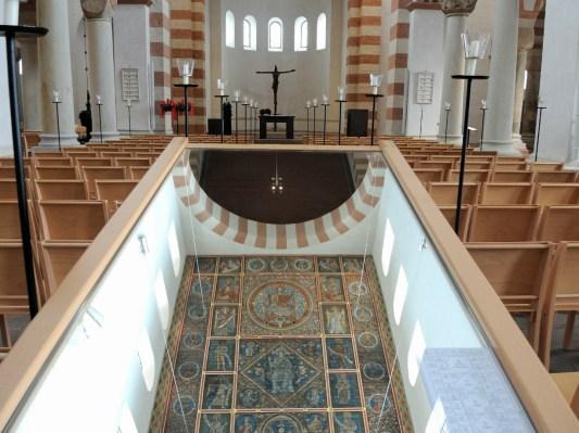 Die Decke in St. Michaelis im Spiegel.