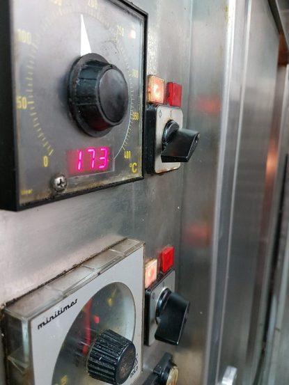 Bei 173 °C backen die Kuchen ©WMG