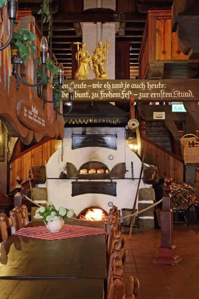Steinbackofen im Trachtenhaus
