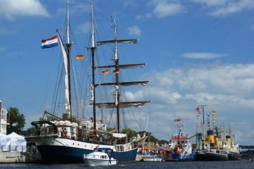 Schiffe aus aller Welt kommen in Wilhelmshaven zusammen © Barbara