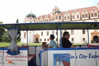 Mit dem City Express geht´s durch die Alstadt und die Gärten (Foto: M. Zimmermann)