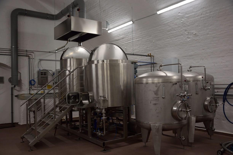 In den beiden großen Kesseln, dem Sudhaus, entsteht die Bierwürze. Foto: BSM