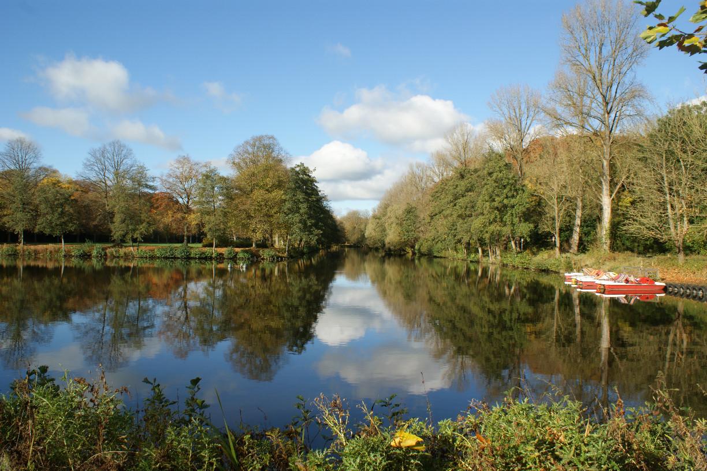 Blick auf den Teich im Rüstringer Stadtpark in Wilhelmshaven Foto: Barbara