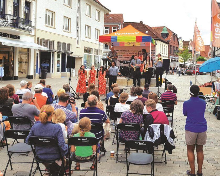 Open Stage, die offene Bühne auf dem Rathausplatz Verden von Mai bis September