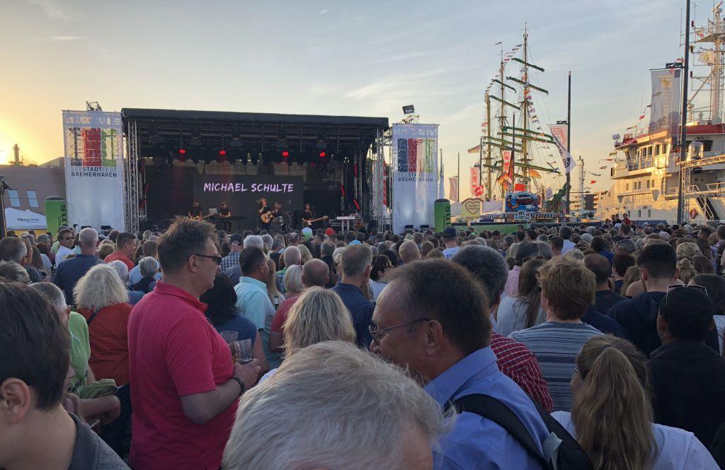 Beim SeeStadtFest - Landgang Bremerhaven wird geswooft und gerockt (c) Tanja Mehl