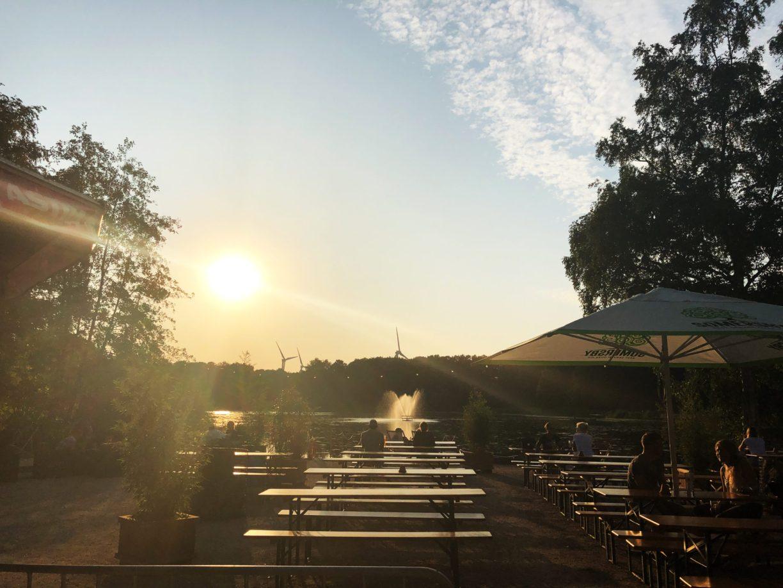 Sonnenuntergänge in Bremerhaven im Biergarten